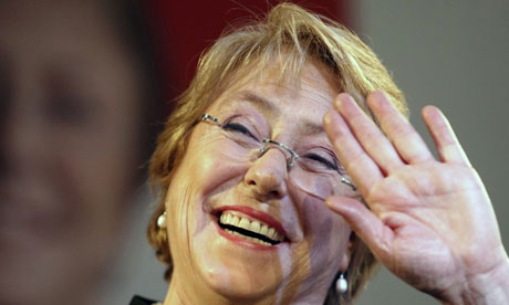 Michelle-Bachelet-waves-t-006